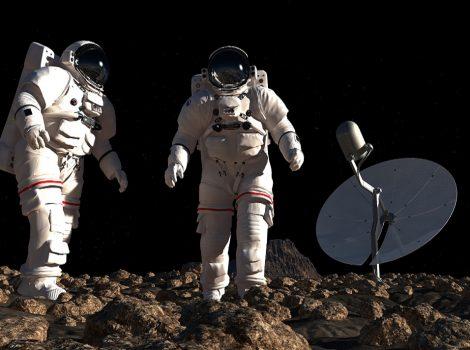 Deux astronautes dans l'espace